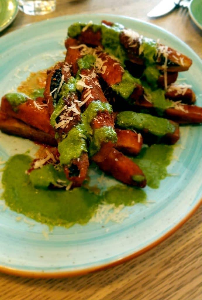 Bar Galleta - Berenjenas rebozadas en galleta con pomodoro y parmesano