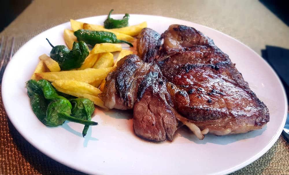 Restaurante Cambridge Soho Club - Escalopín de ternera con su guarnición