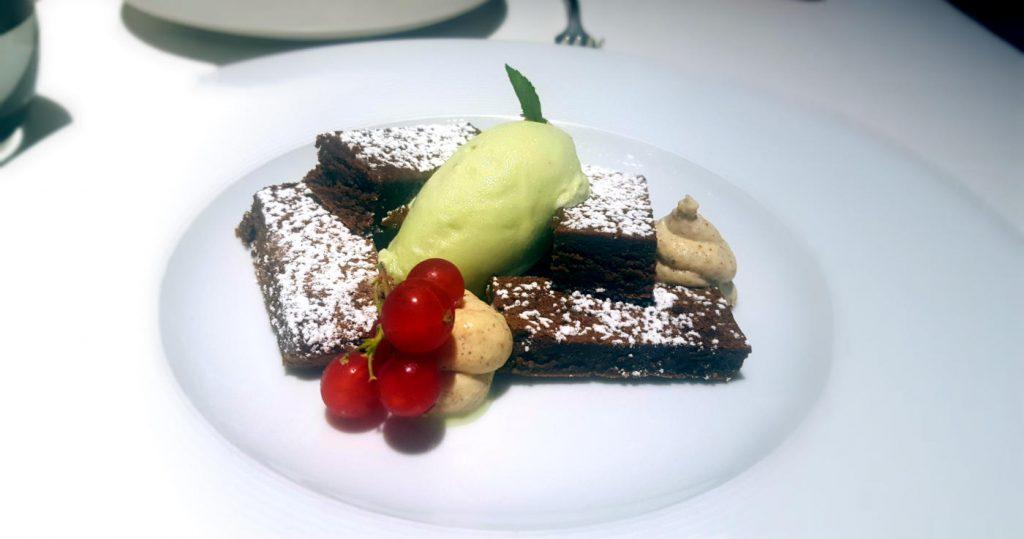Restaurante La Manzana - Pastel de chocolate negro 70% con canela-cardamomo y sorbete de menta
