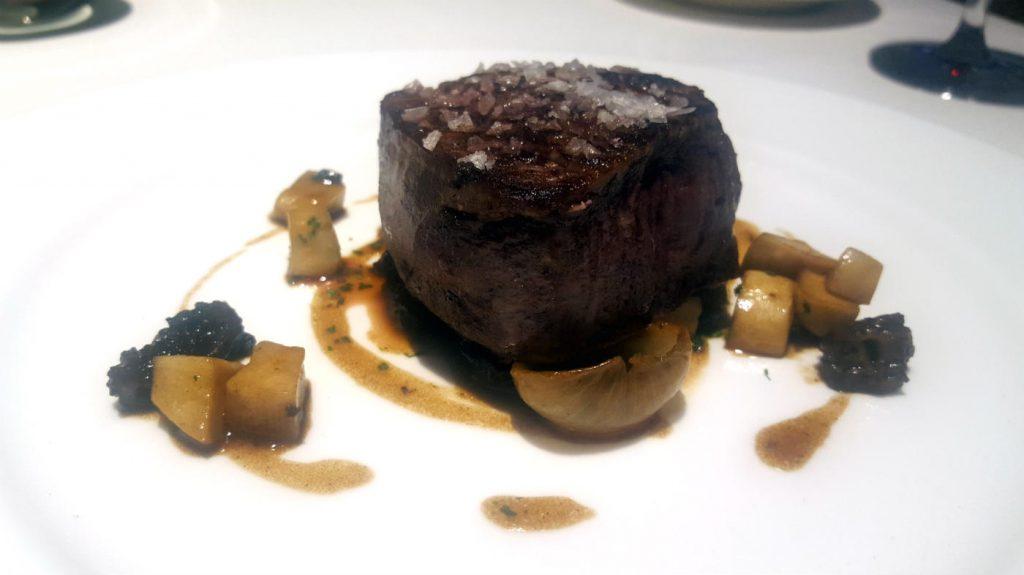 Restaurante La Manzana - Solomillo de buey con cebollitas al Jerez y setas salteadas