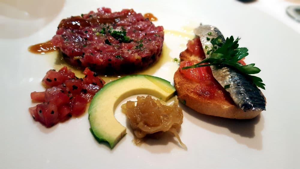Restaurante Maldonado 14 - Sardinas marinadas sobre Pan con Tomate y Tartar de Atún rojo con Salsa de Soja