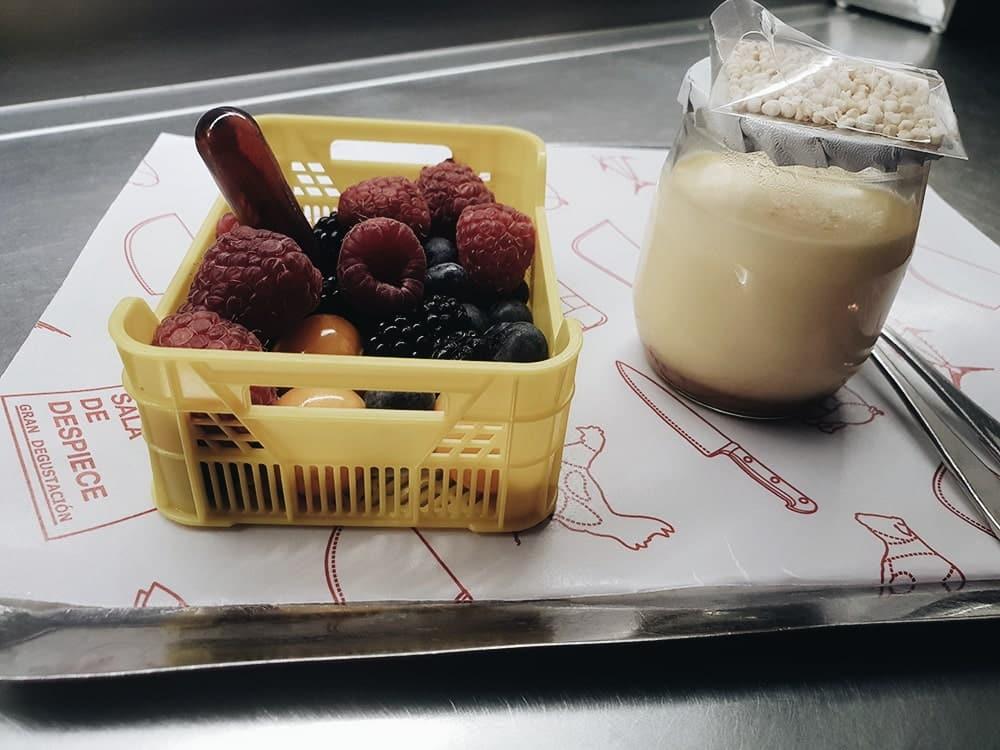 Sala de Despiece - Cajita de frutas del bosque y flan al dulce de leche