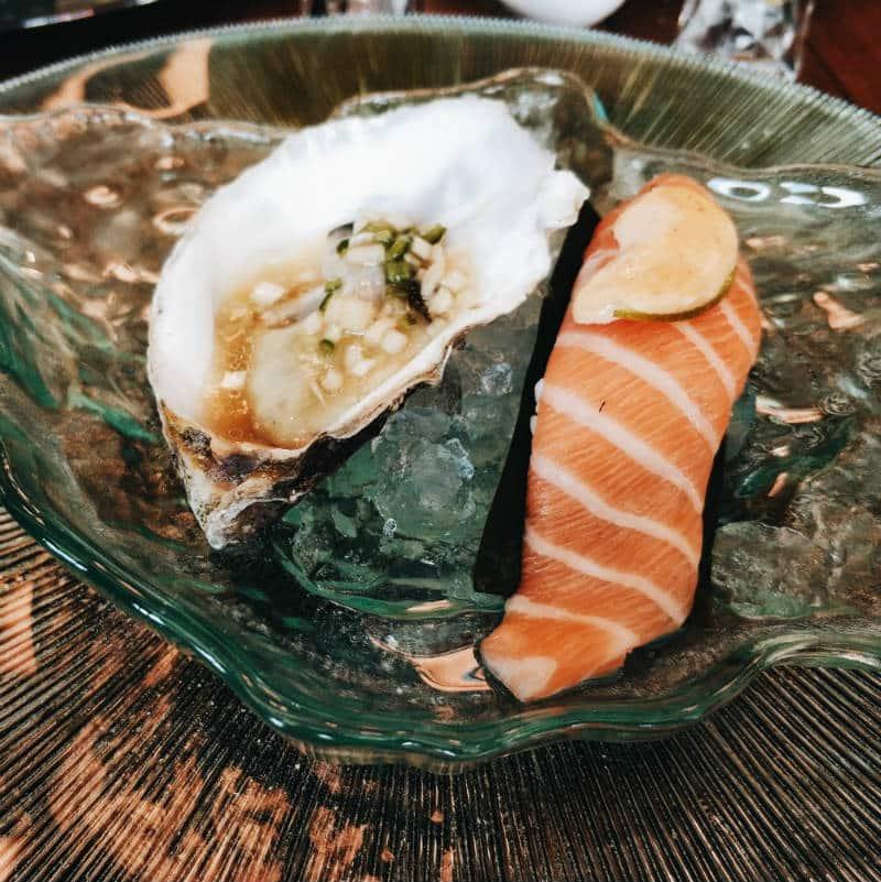 Sép7ima Only You Atocha - Ira y Lujuria - Niguiri de salmón flambeado y Ostra Amélie Selection Fine de Claire No2 con aliño Japonés